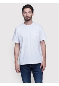 Vistula T-Shirt Reese XA0981 Biały Regular Fit. Kolor: biały