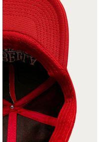 Czerwona czapka z daszkiem LABELLAMAFIA z aplikacjami