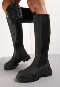 Renee - Czarne Kozaki Emmanuel. Nosek buta: okrągły. Zapięcie: zamek. Kolor: czarny. Materiał: materiał. Szerokość cholewki: normalna. Wzór: kwiaty. Styl: klasyczny