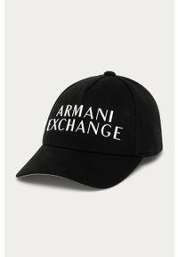 Czarna czapka z daszkiem Armani Exchange z aplikacjami