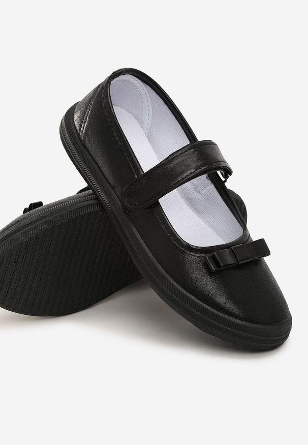 Czarne baleriny Born2be