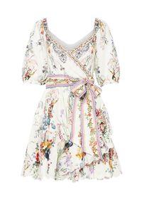 Camilla - CAMILLA - Mini sukienka True Romace. Kolor: biały. Materiał: len, koronka. Wzór: kwiaty, koronka, aplikacja. Typ sukienki: asymetryczne, kopertowe. Długość: mini