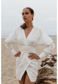 Marsala - Elegancka sukienka lniana na zakładkę - SENTIMA BY MARSALA. Okazja: na imprezę. Materiał: len. Długość rękawa: długi rękaw. Styl: elegancki. Długość: mini