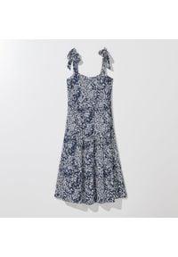 Mohito - Wiskozowa sukienka midi - Niebieski. Kolor: niebieski. Materiał: wiskoza. Długość: midi