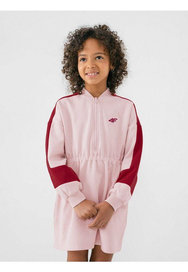 4f - Sukienka dzianinowa dziewczęca. Okazja: na co dzień. Kolor: różowy. Materiał: dzianina. Styl: casual
