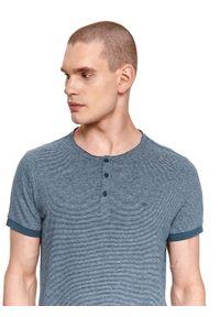 TOP SECRET - T-shirt w prążki z lnem. Kolor: niebieski. Materiał: len. Długość rękawa: krótki rękaw. Długość: krótkie. Wzór: prążki. Sezon: lato