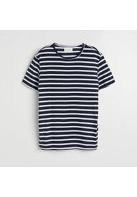 Reserved - Bawełniana koszulka w paski - Granatowy. Kolor: niebieski. Materiał: bawełna. Wzór: paski