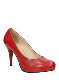 Sala - szpilki czerwone skórzane sala 9438/1006. Kolor: czerwony. Materiał: skóra. Szerokość cholewki: normalna. Obcas: na szpilce. Wysokość obcasa: średni