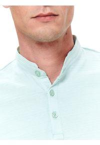 Zielony t-shirt TOP SECRET ze stójką, na wiosnę, w kolorowe wzory #7