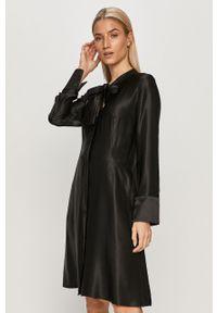 Czarna sukienka Hugo rozkloszowana, mini, z długim rękawem