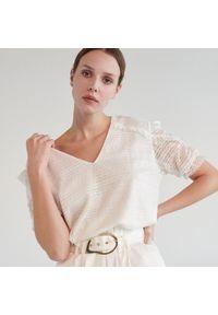 Kremowa bluzka Mohito w koronkowe wzory