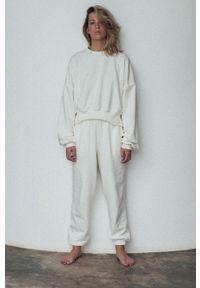 MUUV. - Spodnie Mild Cotton. Stan: podwyższony. Kolor: biały. Materiał: dzianina, materiał. Sezon: lato, wiosna