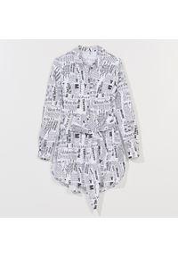 Mohito - Bawełniana koszula z printem -. Kolor: biały. Materiał: bawełna. Wzór: nadruk