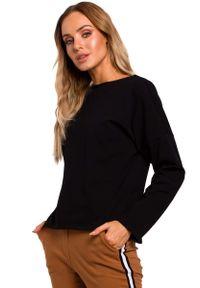 MOE - Czarna Bazowa Bluzka Oversize z Dekoltem na Plecach. Kolor: czarny. Materiał: bawełna, elastan