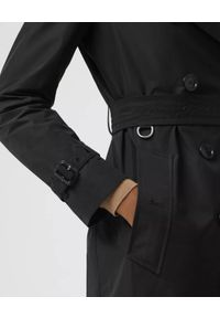 Burberry - BURBERRY - Czarny trencz z odpinanym kapturem. Kolor: czarny. Materiał: materiał. Długość rękawa: długi rękaw. Długość: długie. Wzór: kratka. Sezon: jesień, wiosna. Styl: klasyczny #5