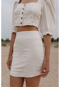 Marsala - Lniana spódnica mini o dopasowanym kroju - SUERTE BY MARSALA. Okazja: do pracy, na spotkanie biznesowe. Stan: podwyższony. Materiał: len. Styl: biznesowy, klasyczny, elegancki