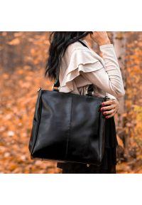 Czarna torebka DAN-A