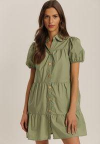 Renee - Zielona Sukienka Penielle. Typ kołnierza: kołnierz z falbankami. Kolor: zielony. Materiał: bawełna. Długość rękawa: krótki rękaw. Wzór: aplikacja. Typ sukienki: koszulowe. Długość: mini