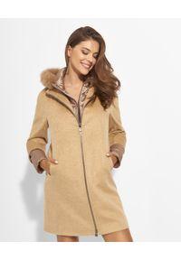 CINZIA ROCCA - Kamelowy płaszcz z futrem. Kolor: brązowy. Materiał: futro. Długość: długie