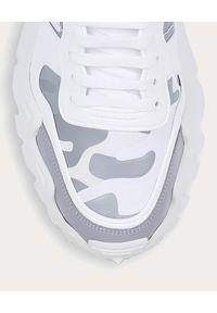 VALENTINO - Sneakersy Camouflage Rockrunner. Kolor: szary. Materiał: zamsz, materiał, guma. Wzór: aplikacja, moro