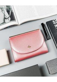MILANO DESIGN - Portfel damski różowy Milano Design SF1839-SAF PINK. Kolor: różowy. Materiał: skóra ekologiczna