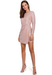 MAKEOVER - Pudrowa Dopasowana Asymetryczna Sukienka z Połyskiem. Materiał: poliester, elastan. Typ sukienki: asymetryczne