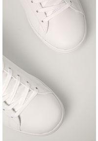 Białe sneakersy Lacoste na średnim obcasie, z okrągłym noskiem