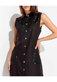 MALIPARMI - Lniana sukienka we wzory. Kolor: czarny. Materiał: len. Wzór: aplikacja. Typ sukienki: z odkrytymi ramionami. Styl: wakacyjny, klasyczny. Długość: maxi