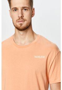 Pomarańczowy t-shirt Jack & Jones na co dzień, z nadrukiem, casualowy