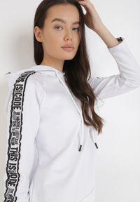 Biała bluza z kapturem Born2be