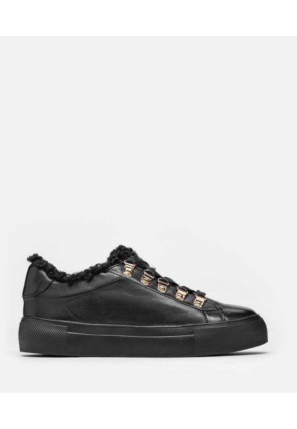 Kazar - Czarne sneakersy damskie. Kolor: czarny. Materiał: skóra
