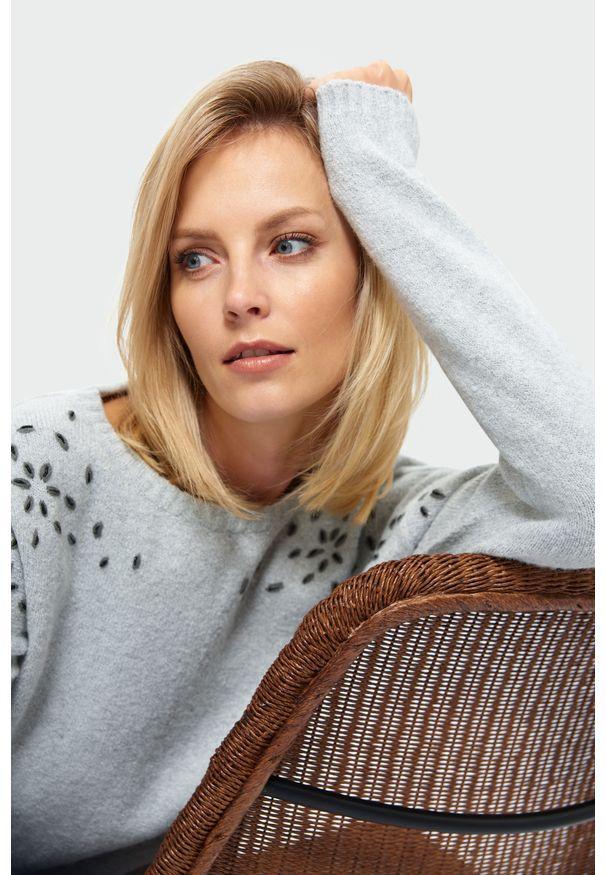 Szary sweter Greenpoint z aplikacjami
