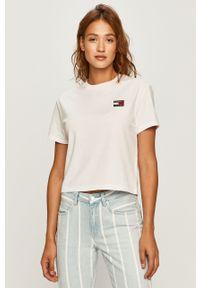 Biała bluzka Tommy Jeans casualowa, z aplikacjami, na co dzień, z okrągłym kołnierzem