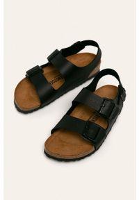 Czarne sandały Birkenstock z okrągłym noskiem, bez obcasa