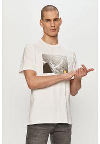 Converse - T-shirt. Okazja: na co dzień. Kolor: biały. Wzór: nadruk. Styl: casual