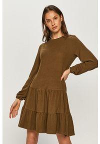 Vero Moda - Sukienka. Kolor: zielony. Materiał: dzianina. Długość rękawa: długi rękaw. Typ sukienki: rozkloszowane
