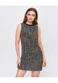 Versace Jeans Couture - VERSACE JEANS COUTURE - Tweedowa sukienka z bawełny. Okazja: do pracy, na spacer, na randkę. Kolor: czarny. Materiał: bawełna. Wzór: kolorowy. Długość: mini