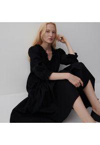 Reserved - Bawełniana sukienka z falbaną - Czarny. Kolor: czarny. Materiał: bawełna