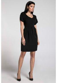Nommo - Czarna Wizytowa Sukienka Bombka z Dekoltem V. Kolor: czarny. Materiał: wiskoza, poliester. Wzór: kwiaty. Typ sukienki: bombki. Styl: wizytowy