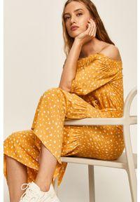 Żółta sukienka ANSWEAR midi, z dekoltem typu hiszpanka, na co dzień