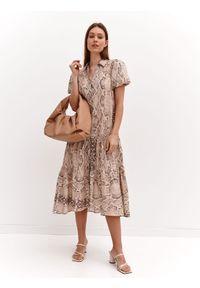 Beżowa sukienka TOP SECRET koszulowa, z nadrukiem