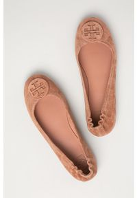 Tory Burch - Baleriny zamszowe. Nosek buta: okrągły. Kolor: różowy. Materiał: zamsz