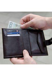 Brązowy portfel Solier w kolorowe wzory