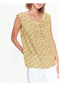 Żółta bluzka TOP SECRET na lato, z krótkim rękawem, w kwiaty, na co dzień