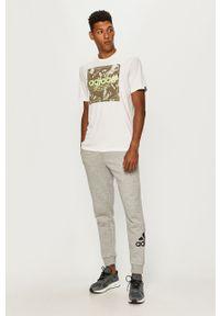 Biały t-shirt Adidas casualowy, na co dzień, z nadrukiem