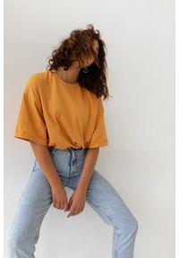 Marsala - T-shirt typu oversize w kolorze LIGHT PEACH - COY BY MARSALA. Materiał: bawełna, elastan. Styl: elegancki
