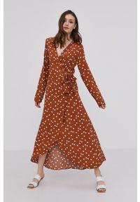 Answear Lab - Sukienka. Kolor: brązowy. Materiał: tkanina. Typ sukienki: rozkloszowane. Styl: wakacyjny