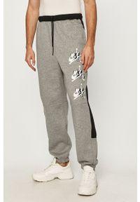 Jordan - Spodnie. Kolor: szary. Wzór: nadruk
