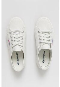 Superga - Tenisówki. Nosek buta: okrągły. Zapięcie: sznurówki. Kolor: biały. Materiał: guma