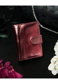 PIERRE ANDREUS - Błyszczący portfel damski czerwony Pierre Andreus N509-METALIC RED. Kolor: czerwony. Materiał: skóra